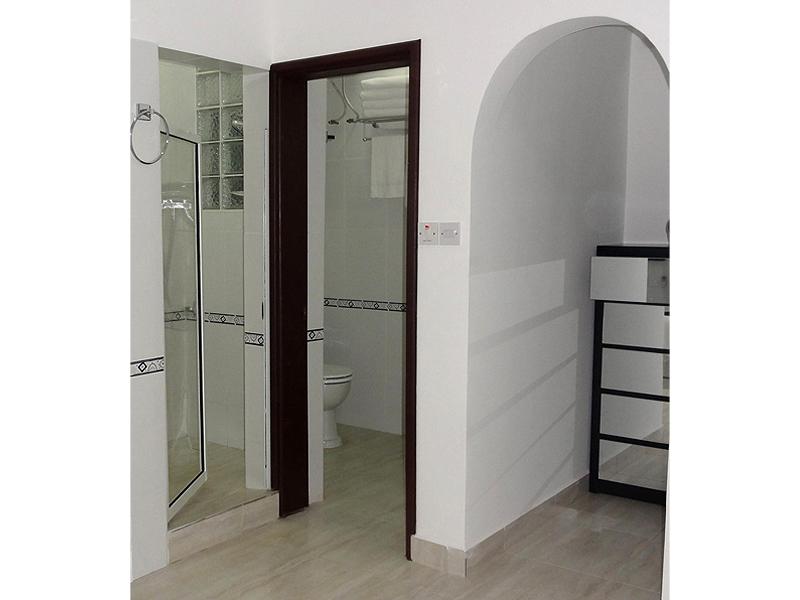 Executive Shower room.jpg
