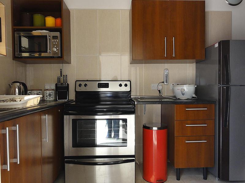 Kitchen 1 bed deluxe selfcatering ground floor.jpg